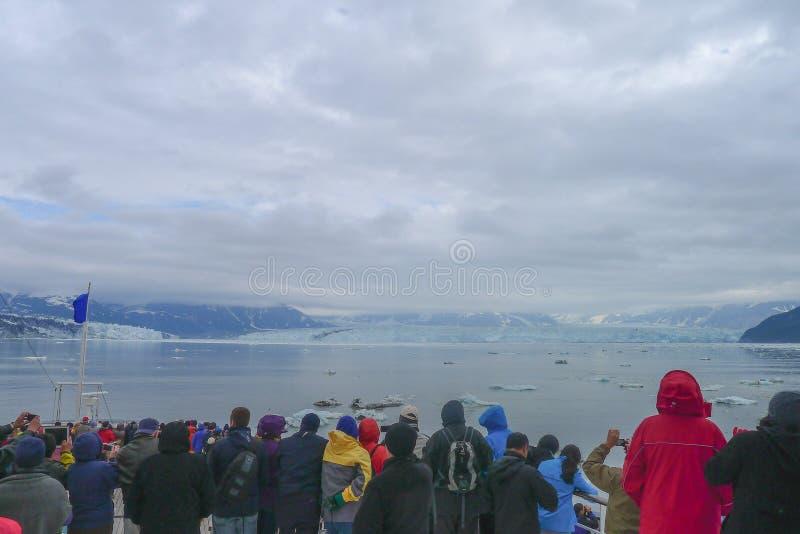 Avvicinamento del ghiacciaio di Hubbard nell'Alaska fotografie stock libere da diritti