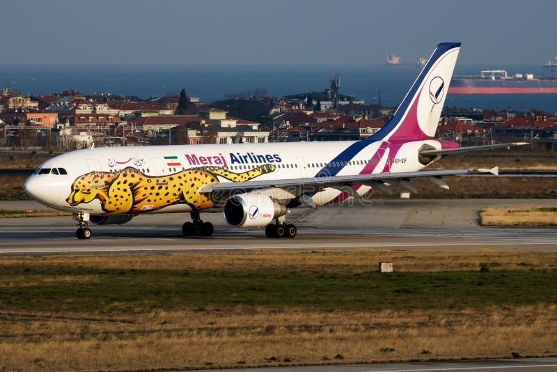 Avvikelse för nivå för passagerare för flygbuss A300 EP-SIF för livré för Meraj flygbolag special på Istanbul Ataturk arkivfoto