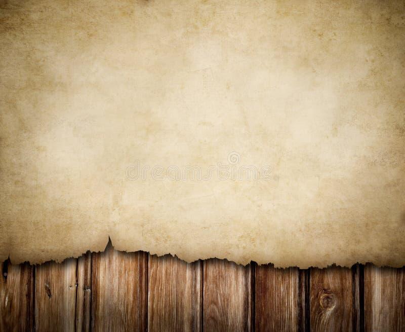 Avviso di carta di Grunge sulla priorità bassa di legno della parete fotografia stock