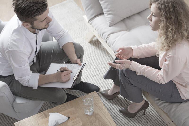 Avvocato di divorzio consultantesi della donna immagini stock