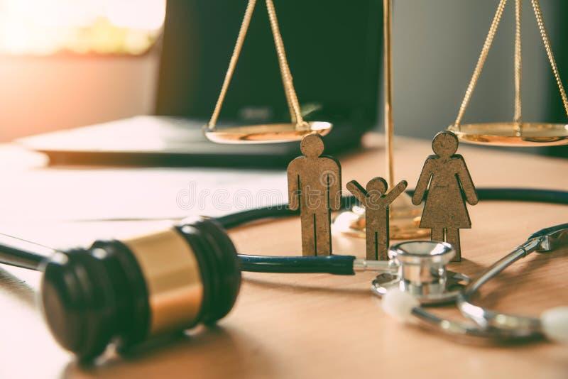 Avvocato Scales Justice - concetti di legge sui diritti umani fotografia stock libera da diritti