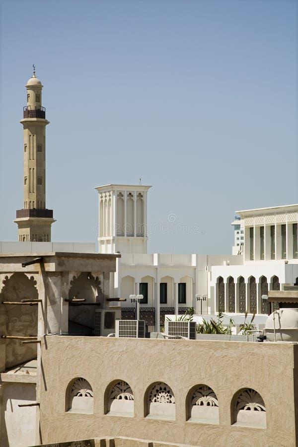 Avvolga le torri ed il minareto di grande moschea immagini stock libere da diritti