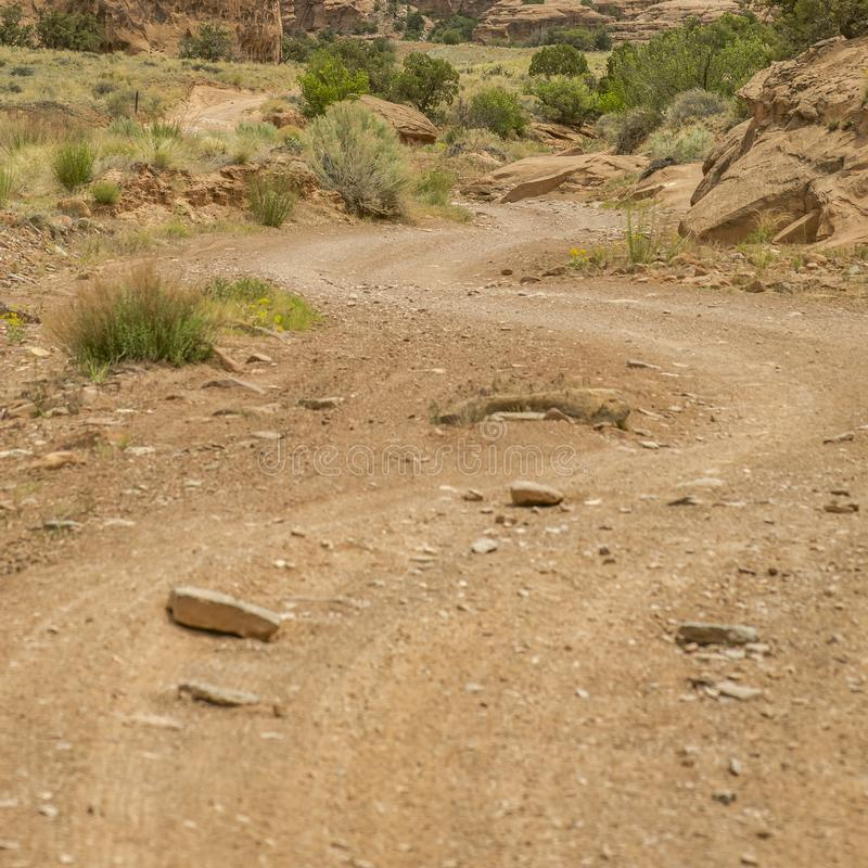 Avvolgimento roccioso fuori dalla traccia della strada in Moab Utah fotografia stock libera da diritti