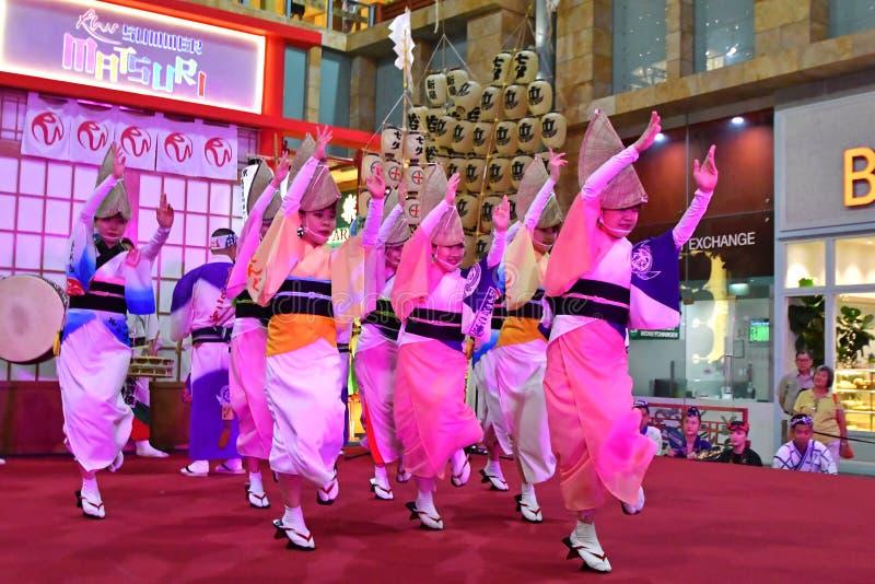 Awa Odori Dance Performance en el mundo Sentosa, Singapur de los centros turísticos foto de archivo