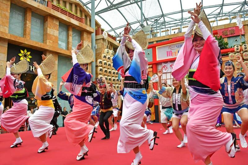 Awa Odori Dance Performance no mundo Sentosa dos recursos, Singapura foto de stock