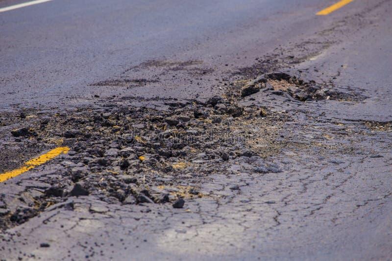 Awaryjna asfaltowa betonowa droga obraz stock