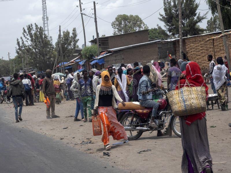 AWASSA, ETIOPÍA, 14 DE MAYO. 2019, calle ocupada llena de gente, Etiopía. , 14 De Mayo. Fecha 2019 en Awassa, Etiopía fotos de archivo libres de regalías