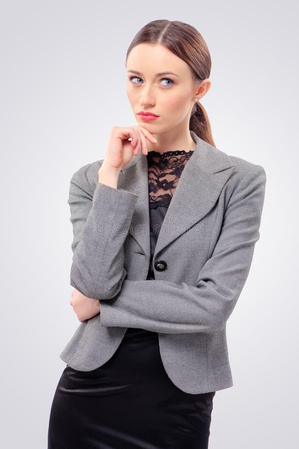away affärskvinna som ser fundersam arkivbild