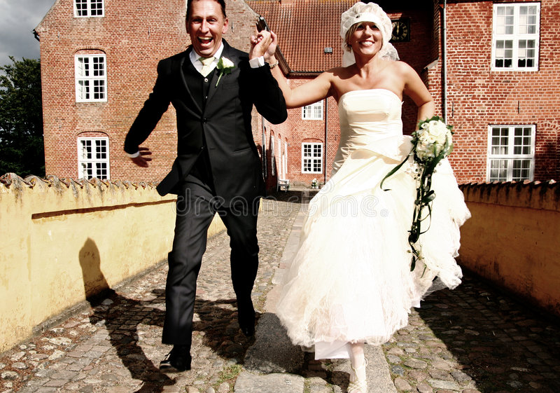 away körningsbröllop royaltyfri bild