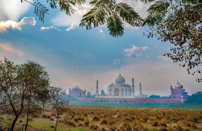 Awe Taj Mahal - architektonisches Wahrzeichen lizenzfreie stockfotos