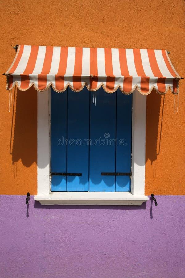awning ζωηρόχρωμο παράθυρο στοκ εικόνες