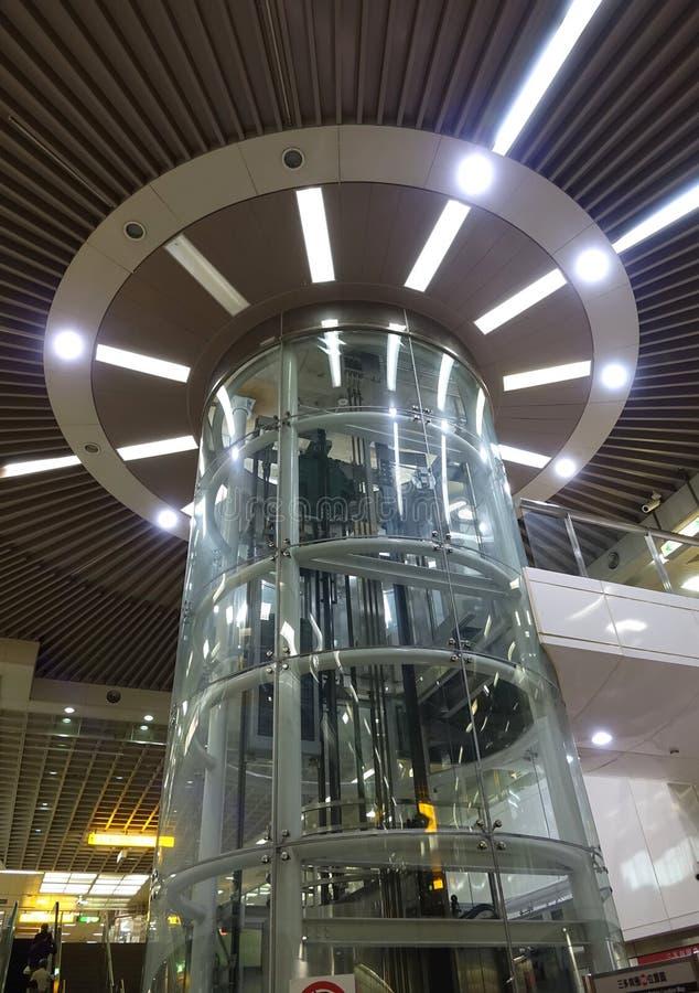 Axe d'ascenseur transparent photographie stock libre de droits