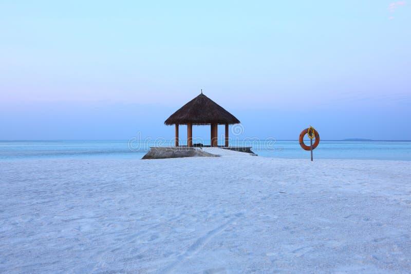 Axe sur le lever de soleil de plage des Maldives photo stock