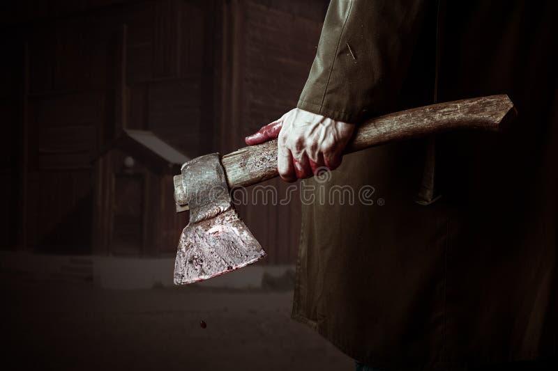 Axt mit Blut in der männlichen Hand stockfotos