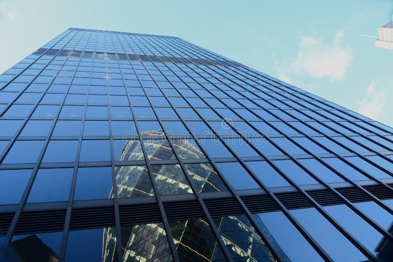 30 Axt Str Reflexion der Essiggurke London stockfotos