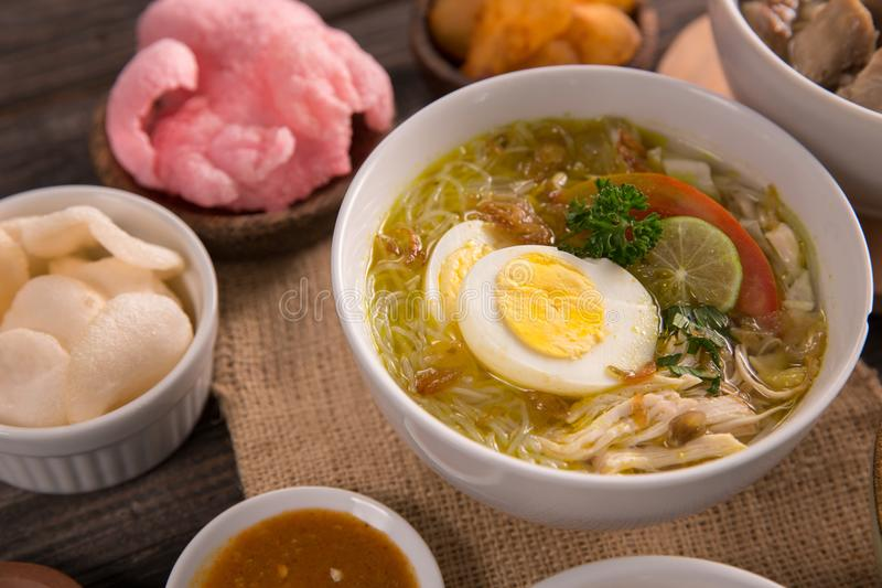 Ayam Soto, куриный суп с карри стоковое изображение