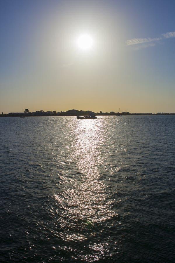 Ayamonte-Skylineshow von Vila Real de Santo Antonio-Docks stockbilder