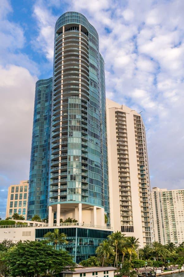 Ayant beaucoup d'étages dans le Fort Lauderdale du centre, la Floride images libres de droits