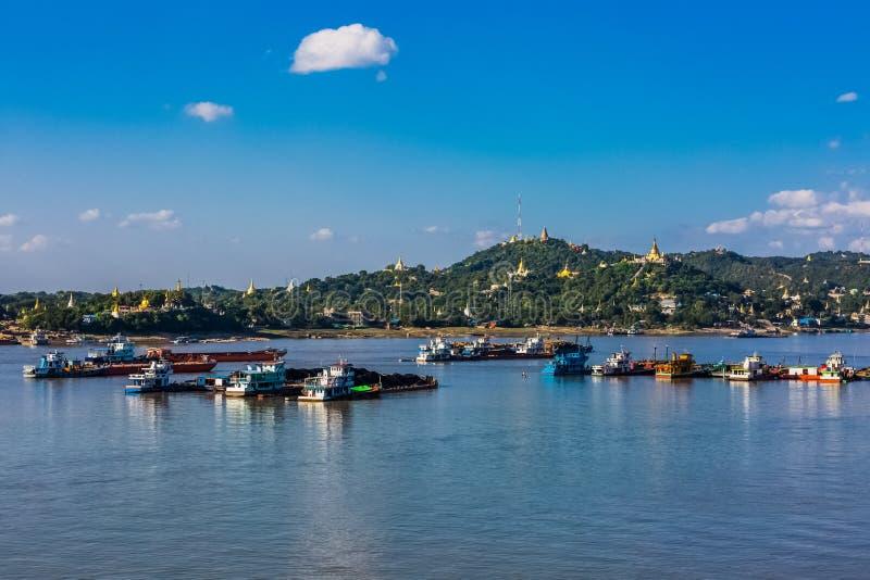 Ayarwaddy Sagaing wzg?rzy Rzeczny linia horyzontu Myanmar obrazy royalty free