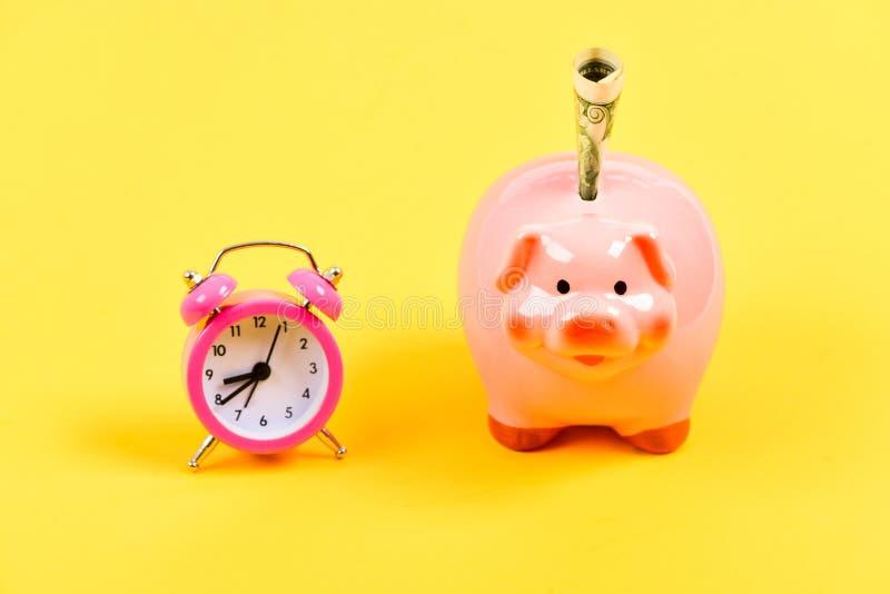 Ayez besoin d'heure de devenir riche Politique d'augmentation de budget D?marrage d'entreprise position financière succès dans le images libres de droits