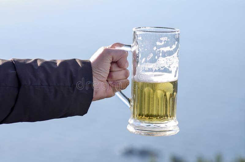 Ayez une bière avec moi image libre de droits
