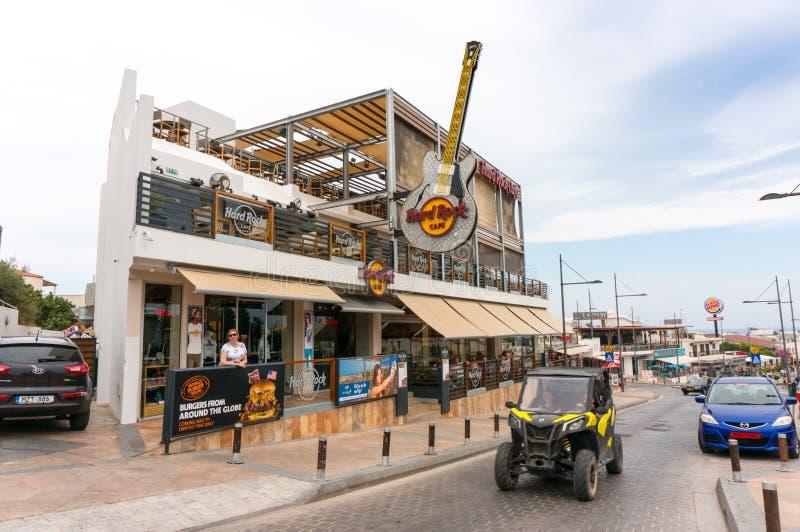 AYIA NAPA,塞浦路斯- 2018年6月02日:硬石餐厅看法-音乐爱好者的一个普遍的地方 免版税库存图片