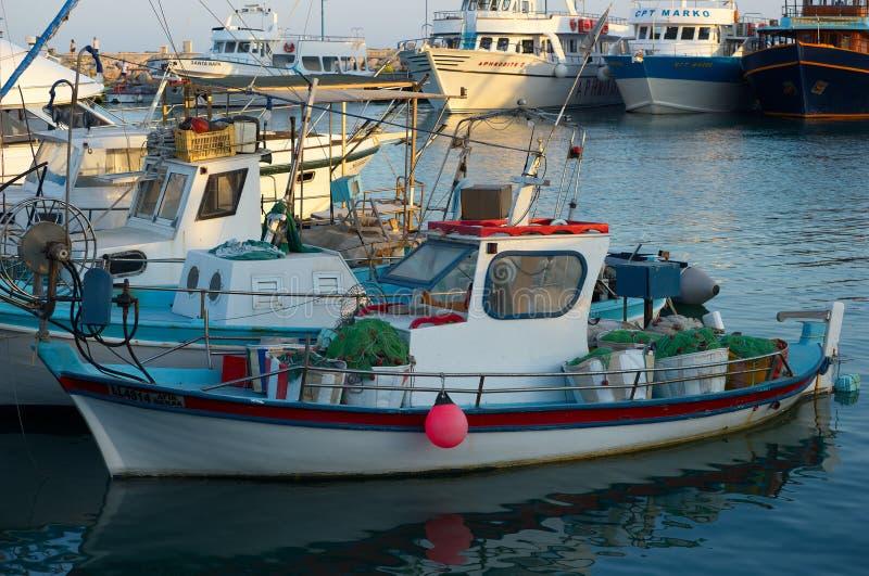 Ayia Napa, Кипр, рыбацкие лодки и яхты стоковые фото