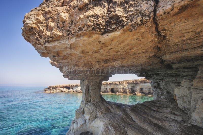 Ayia Napa, Chipre Cavernas do mar do cabo do greco de Cavo fotos de stock royalty free