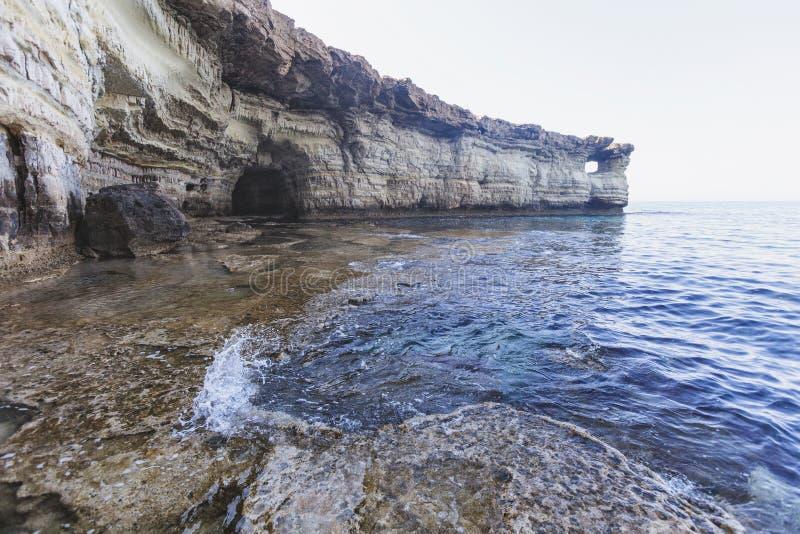 Ayia Napa Cypern Havsgrottor av Cavo grecoudde arkivfoto
