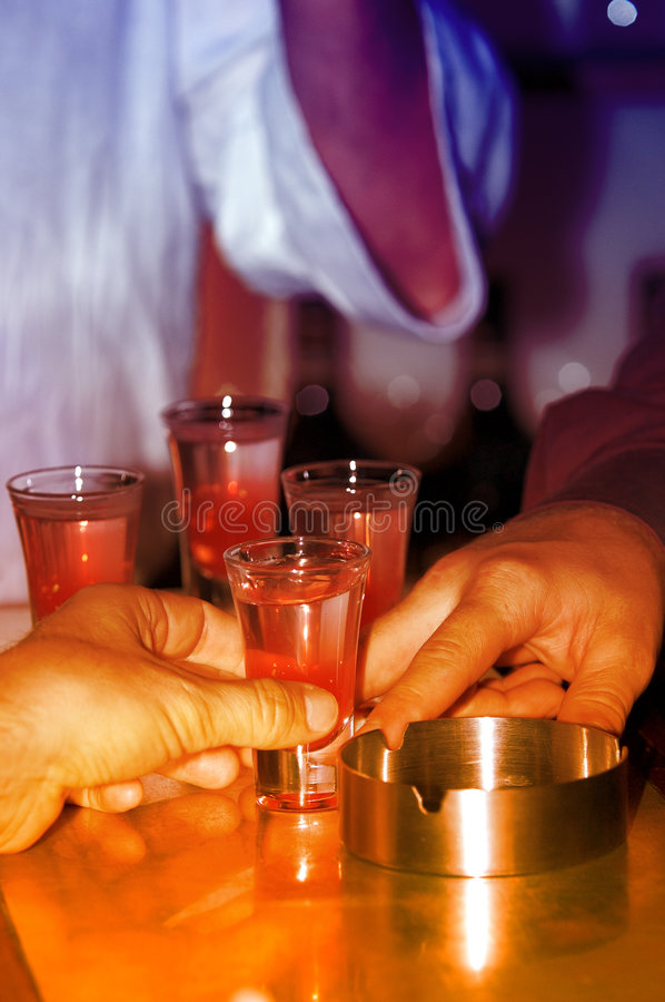 Ayons une boisson ! image stock