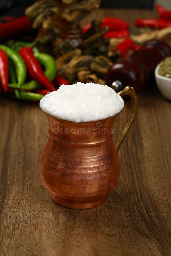 Ayran - Turecki tradycyjny napoju ayran w miedzianej filiżance zdjęcie royalty free