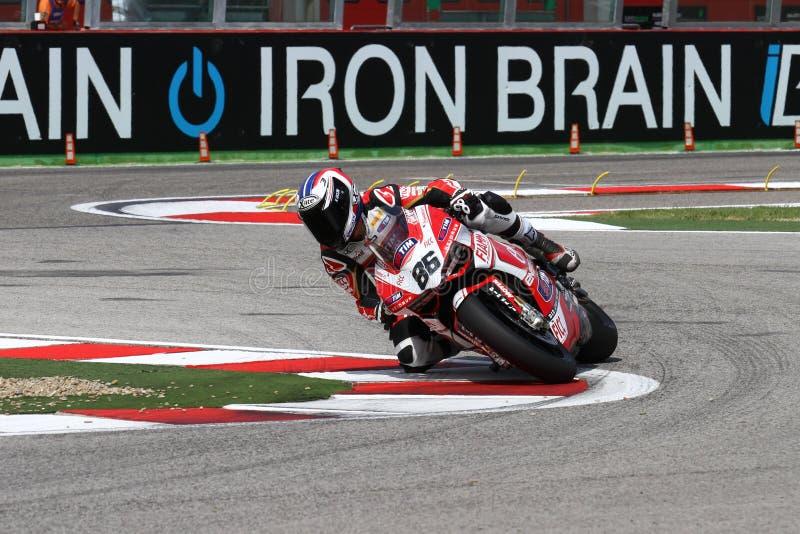 Ayrton Badovini #86 sur Ducati Panigale 1199 R Team Ducati Alstare Superbike WSBK photographie stock libre de droits