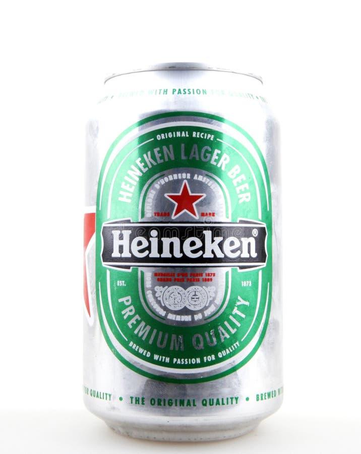 AYTOS, BULGARIA - 12 MARZO 2016: Heineken Lager Beer Isolated On White immagine stock