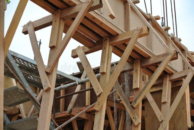 Ayuda de la madera para el encofrado del haz de la madera foto de archivo libre de regalías