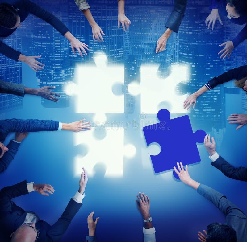 Ayuda Team Coopeartion Togetherness Unity Concep del rompecabezas imágenes de archivo libres de regalías