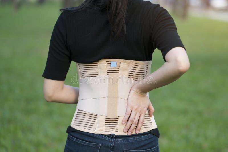 Ayuda trasera para la parte posterior del músculo imagen de archivo