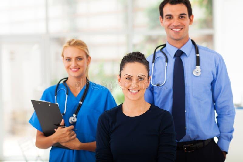 Ayudantes de sanidad de la mujer imagen de archivo libre de regalías