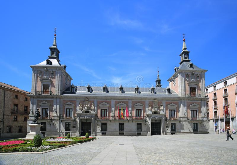 Ayuntamento kommunbyggnad på den Plaza de la Villa stadsfyrkanten i Madrid, Spanien royaltyfri fotografi