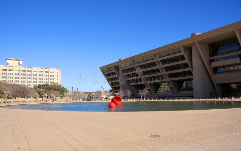 Ayuntamiento de Dallas adentro hacia el centro de la ciudad imagenes de archivo