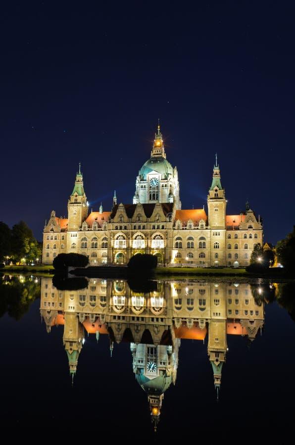 Ayuntamiento de Hannover, Alemania por noche imagen de archivo libre de regalías
