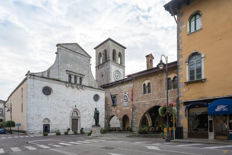 Ayuntamiento de la catedral y en Cividale del Friuli foto de archivo