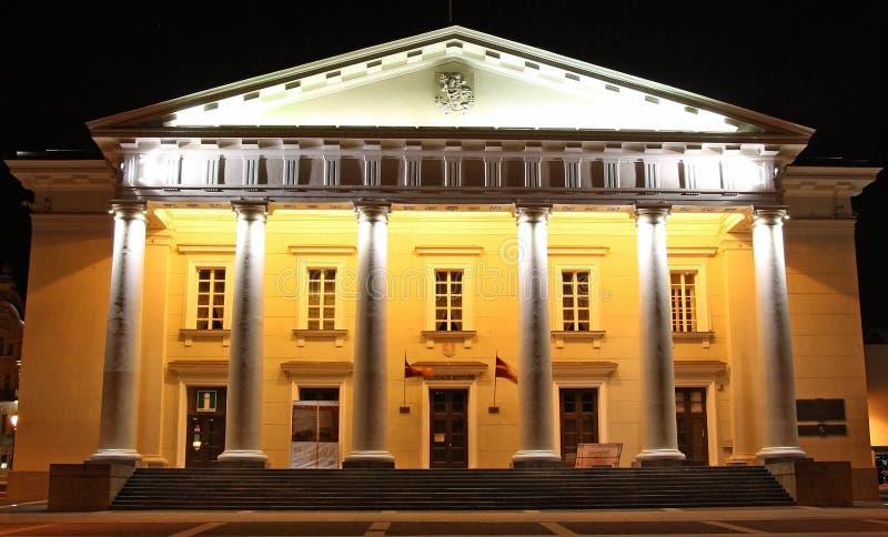 Ayuntamiento De Vilnius En La Noche (Lituania) Fotos de archivo libres de regalías