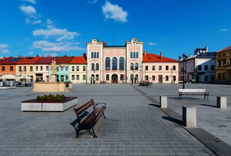 Ayuntamiento en el cuadrado central de Zywiec foto de archivo libre de regalías