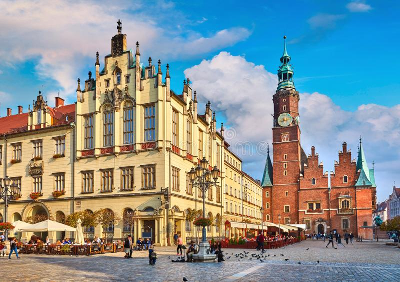 Ayuntamiento en la plaza del mercado en Wroclaw imágenes de archivo libres de regalías
