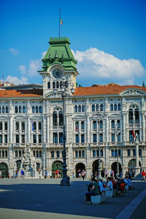 Ayuntamiento en la UNITA de la plaza en Trieste, Italia imagen de archivo