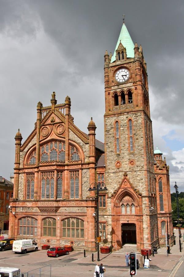 Ayuntamiento en Londonderry Irlanda del Norte fotos de archivo libres de regalías