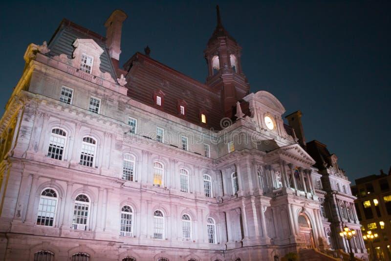Ayuntamiento en Montreal en la escena de la noche Quebec, Canadá foto de archivo