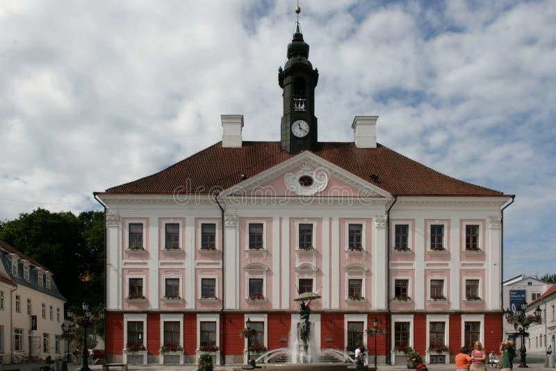 Ayuntamiento en Tartu, Estonia fotografía de archivo