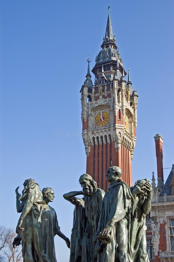 Ayuntamiento Francia Calais con la estatua foto de archivo