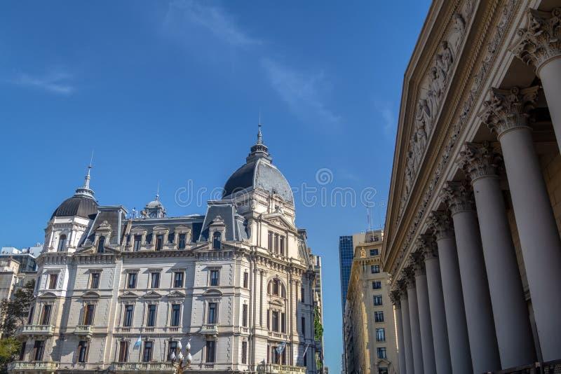 Ayuntamiento - Palacio Municipal de la Ciudad de Buenos Aires y catedral metropolitana Buenos Aires - Buenos Aires, la Argentina foto de archivo
